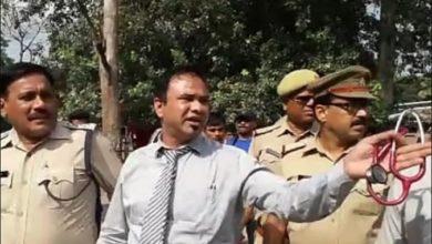 Photo of بیمار بچوں سے ملاقات کے لئےاسپتال پہنچے ڈاکٹر کفیل کو پولیس نے باہر کیا