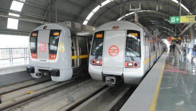 Photo of چھترپور میٹرو اسٹیشن پر ٹرین کے سامنے کودکر خاتون کی موت