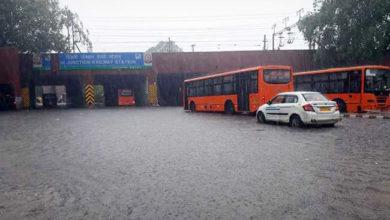 Photo of صرف ایک انچ بارش، دلی پانی پانی، رُک گئی رفتار