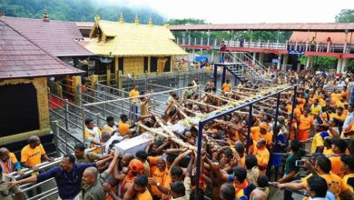Photo of سبری مالا مندر معاملہ: پجاریوں کا کورٹ کے فیصلے کے خلاف مظاہرہ، دی مندر بند کرنے کی دھمکی
