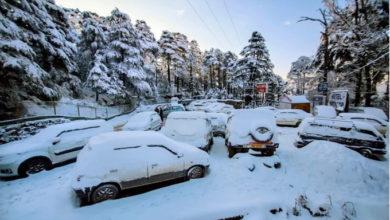 Photo of وادی کشمیر میں برف باری، فضائی و زمینی ٹریفک بری طرح متاثر