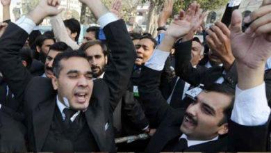 Photo of پاکستان میں ساہیوال تصادم کے سلسلے میں وکلاء اور تاجروں کا مظاہرہ
