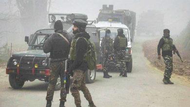 Photo of کشمیر: ترال میں فورسز اور جنگجوؤں کے درمیان مسلح تصادم، تین جنگجو اور ایک فوجی ہلاک