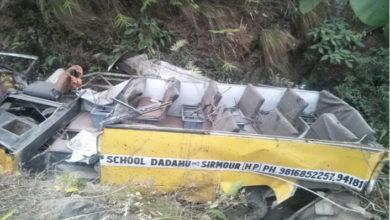 Photo of ہماچل پردیش: کھائی میں گری اسکول بس، چھ بچوں سمیت سات افراد کی موت، 11 زخمی