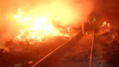 Photo of كيرتی نگر: فرنیچرمارکیٹ میں آتش زدگی، 100جھگياں خاکستر