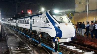Photo of وندے بھارت ایکسپریس: اپنے پہلے سفر میں ایک گھنٹہ 25 منٹ کی تأخیر سے پہنچی وارانسی