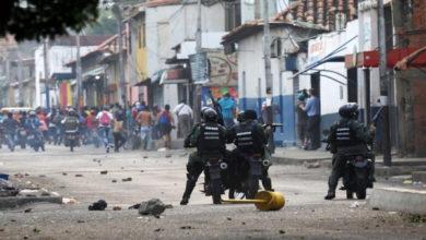 Photo of وینزویلا کی سرحدوں پر جھڑپوں کے دوران 330 سے زائد افراد ہلاک: او اے ایس