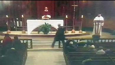 Photo of کنیڈا: مانٹریال کے چرچ میں دعائیہ تقریب کے دوران پادری پر چاقو سے حملہ