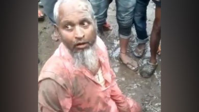 Photo of ویڈیو: آسام میں بھیڑ کا تشدد، بیف بیچنے کے شک میں مسلم بزرگ کی پٹائی