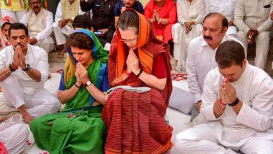 Photo of ہرسیاست داں کو میری ماں 'سونیا' سے سبق لینا چاہئے: پرینکا گاندھی