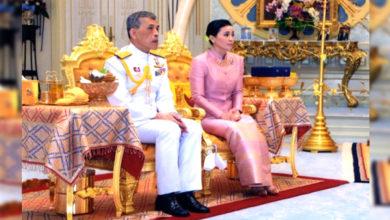 Photo of تھائی لینڈ: 66 سالہ شاہ نے 26 سال چھوٹی باڈی گارڈ سے کی شادی، سب رہ گئے حیران