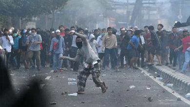 Photo of انڈونیشیا میں مظاہرہ کے دوران تصادم: 6 ہلاک، 200 زخمی