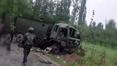 Photo of پلوامہ میں فوج کے قافلے پر آئی ای ڈی حملہ، 2 فوجی اہلکار دم توڑ گئے