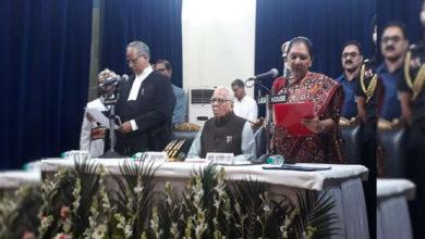 Photo of آنندی بین پٹیل نے یوپی کی پہلی خاتون گونر کی حیثیت سے لیا حلف