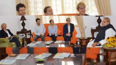 Photo of غیرملکی صحافیوں کا ایک وفد کشمیر کے دورے پر، گورنر سے کی ملاقات