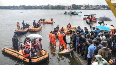 Photo of گوداوری ندی میں 61 افراد سے بھری کشتی پلٹی، 16 کی موت