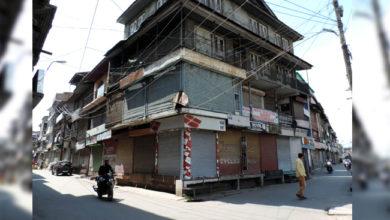 Photo of کشمیر: ہڑتال کا 48 واں دن۔ موبائل فون، انٹرنیٹ اور ریل خدمات بدستور معطل