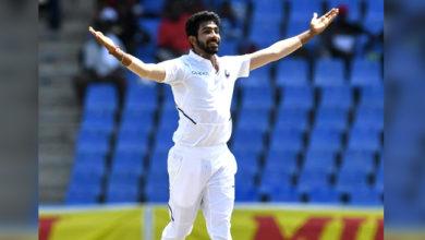 Photo of ہیٹ ٹرک لینے والے تیسرے ہندوستانی گیند باز بنے بمراه