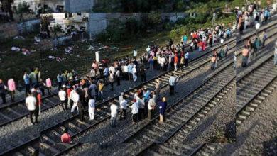 Photo of خاتون اپنے 2 بچوں کے ساتھ کودی ٹرین کے آگے، تینوں کی موت
