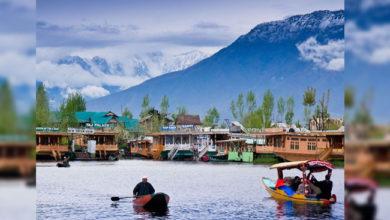 Photo of اب کشمیر کی وادیوں میں گھوم سکیں گے سیاح، 2 ماہ بعد ہٹائی گئی پابندی