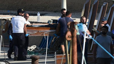 Photo of سمندر کی تہہ میں ملی ماں کے سینے سے چمٹے بچے کی لاش! غوطہ خور بھی رو پڑے