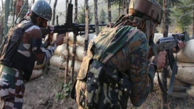 Photo of کشمیر: پاکستانی فائرنگ میں دو فوجی سمیت ایک شہری شہید