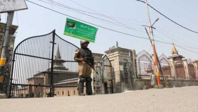 Photo of کشمیر: غیریقینی صورتحال برقرار، 15 ویں جمعہ کو بھی مقفل رہی تاریخی جامع مسجد