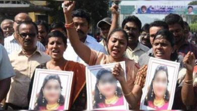 Photo of ہمدردی نہیں بلکہ انصاف چاہئے، وٹرنری ڈاکٹر کے پڑوسیوں کا احتجاج