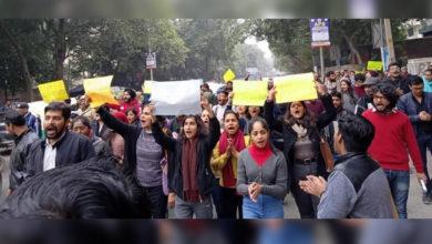 Photo of جے این یو: طلباء پر تشدد کے خلاف دہلی یونیورسٹی میں احتجاج