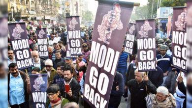 Photo of پی ایم کا کولکاتا دورہ: 'گو بیک مودی' پلے کارڈ کے ساتھ لوگ سڑکوں پر، جگہ جگہ احتجاجی مظاہرہ