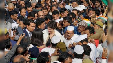 Photo of وارنسی پہنچی پرینکا گاندھی، سی اے اے۔این آر سی کی مخالفت جاری رکھنے کی یقن دہانی