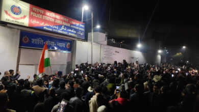 Photo of جامعہ فائرنگ: مشتعل طلبہ کا پولیس اسٹیشن کے باہر مظاہرہ
