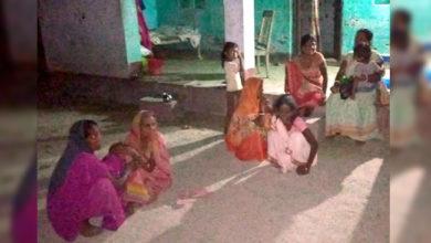 Photo of بہار: ویشالی میں انسانیت شرمسار، کورونا مریض کی لاش کو ادھ جلا چھوڑا، لاش کو کھا رہے تھے کتے