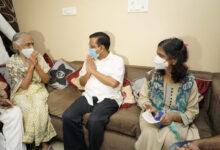 Photo of کورونا فائٹر ڈاکٹر اسیم گپتا کے اہل خانہ کو وزیر اعلی نے دیا 1 کروڑ کا چیک
