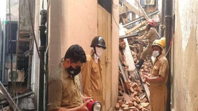 Photo of سیتا رام بازار میں زیر تعمیر عمارت گرنے سے دبے دو لوگ