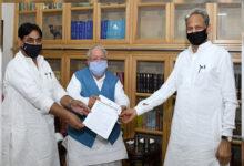 Photo of اشوک گہلوت نے زرعی بلوں کے خلاف گورنر کو سونپا میمورنڈم