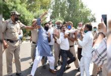 Photo of دہلی کانگریس کا ہفتہ واری بازار کھولنے کا مطالبہ، سی ایم ہاؤس پر مظاہرہ