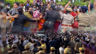 Photo of ہاتھرس معاملہ: کانگریس کارکنان پر برسیں پولیس کی لاٹھیاں