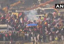 Photo of کسانوں نے ٹریکٹر پریڈ کے دوران بیریکیڈ توڑ دیئے ، پولیس نے آنسو گیس کے شیل فائر کیے