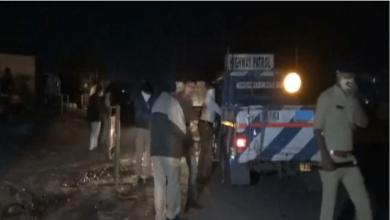 Photo of گجرات میں سڑک کنارے سونے والے مزدوروں کو بے قابو گاڑی نے کچلا، 15 ہلاک