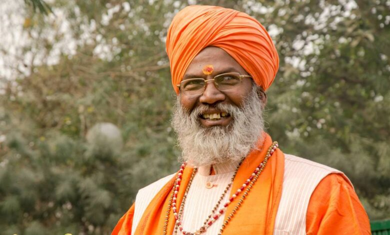 Sakshi Maharaj on Protesting Farmers