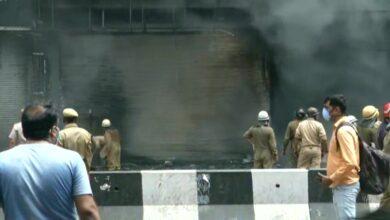 Photo of دہلی: لاجپت نگر کی دکان میں آگ لگ گئی ، فائر بریگیڈ کی 16 گاڑیاں موقع پر موجود